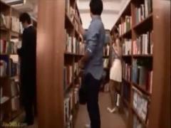 美人図書館員が館内で脅されフェラチオさせられる