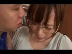S級女優 並木優ちゃんが同僚男性に脅されて、声の出せない図書館で喘ぎ声を我慢しながらレイプされちゃいまし...