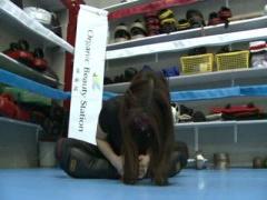 まさにモンスター! M格闘プレイをする新宿の痴女王様動画