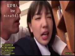 S級女優 鈴木心春ちゃんが図書館で制服エッチ ミニスカートをたくし上げら...