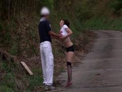 極限露出で男漁り 極限エロ衣装を着せて田舎で強制逆ナ...