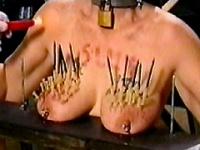 乳房拷問1