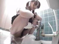 女子校生校内トイレ盗撮