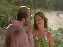 夫婦で無人島に漂着して薄毛の夫が居ないところでイケメンにハメられる美人妻