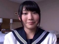 制服でFカップ美少女のフェラ抜き動画。 美少女動画