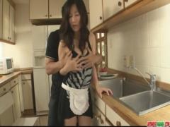 無修正 欲求不満巨乳人妻と台所でSEX! ! にんじん洗う手つきワロタw