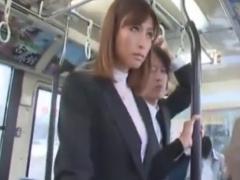 通勤中のバスで痴漢されるOL動画