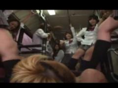 バスに乗ったら制服女子たちに囲まれて M男ボッコボコ!