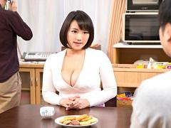童貞に悩む息子が義母に悩みを相談! 豊満過ぎるデカ乳に我慢できなくなっ...