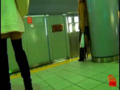 過激スカトロ動画 本日のトイレ盗撮女子トイレに駆け込むもギリギリ間に合...