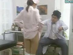 スケベな医師の命令でインポな患者に手コキやフェラを強要されるナース