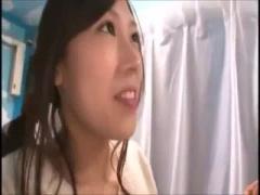 ヤバ 素人人妻が友達の前でまん○全開でセックス マジックミラー号 MM号動画
