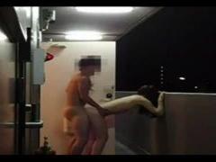 個人撮影 素人 人妻 調教済みの性奴隷化した人妻と合体したまま玄関から飛...