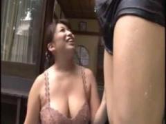 巨乳熟女 ムチムチでぽっちゃりの豊満熟女の色気に興奮してしまい、本気のハメ撮りセックスを! ?
