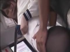 バスで痴漢師にバイブ攻めされ潮吹きしちゃうパンストJK動画