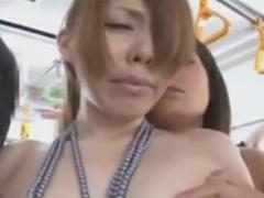 電車でレズ痴漢師達に体を弄られるお姉さん動画
