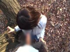可愛いお姉さんと屋外巨根フェラチオ個人撮影 お姉さん自分の股間を濡らし...