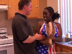 無修正 褐色肌の爆乳外人お姉さんが興奮しすぎてキッチンでガン突き乳揺れ...