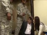 押し入ってきた黒人兵隊達に夫の前でレイプされる美人妻。これはフィクシ...