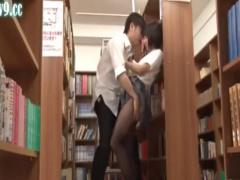 ダメだよ?ね? 図書室で思春期の男子に襲われてそのままベロチューセックス...