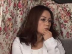 熟女ナンパ 結婚23年目セックスレスのベテラン主婦がメガネを外して本気逝...