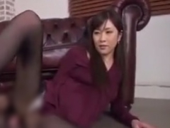 痴女の美脚黒パンスト足コキや膝裏コキぜめで強制射精させられるM男動画