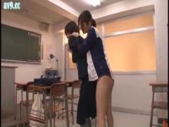 女教師 教室でオナニー中に入ってきた生徒を襲いふたなりチンポをアソコに...