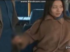 ヘンリー塚本 バスの中で見ず知らずの乗客のチンポを触る変態痴女