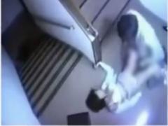 監視カメラに映っていた階段の踊り場で女性を襲ってバックと正常位で無理...