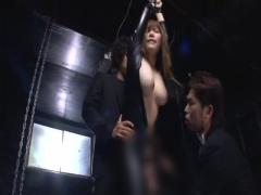こんなデカチチ姉さんが捜査官とはビックリだ! せいぜい敏感乳首をいじく...