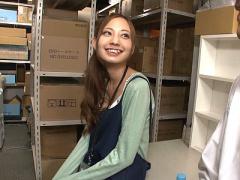 イっちゃう! 可愛いスレンダー美少女に媚薬を飲ませて倉庫で犯す!