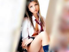 〝おペニス お尻にチョウダイ 〟ゲロカワな外人美少女は 何とアナルファッ...