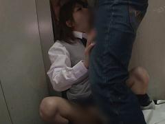 即ハメ痴漢  嫌だ! ヤメテ! ! 制服姿の美少女JKがエレベーターで突然襲わ...