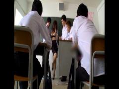 教室で生徒たちに好き放題やられちゃう天然美巨乳のJULIA先生!