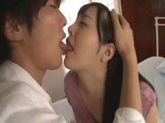 イケメン男優と恥ずかしそうにセックスするスレンダー美少女