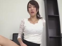 顔面騎乗プレスでM男を悶絶させる痴女お姉さん動画
