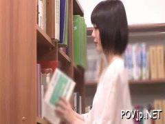 清楚美女 興奮しちゃった 図書館で官能小説で興奮した美少女がフェラして...