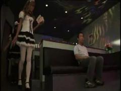連続フェラ抜き オープン席のピンサロで二人体制で嬢が順番に客のチ○ポを...