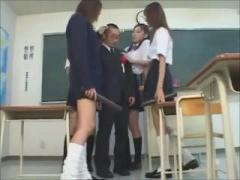女子校生 教師チンポを集団で痴女ってザーメン吸い尽くすギャル女子校生