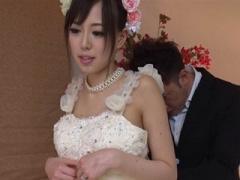 無修正 ウェディングドレスを試着しに来た美人新妻をその場でハメちゃいます