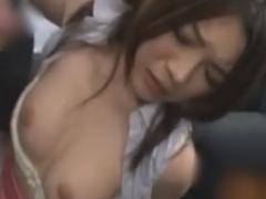 電車で集団の痴漢師にパイズリを強要される巨乳お姉さん動画