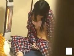 家庭内盗撮 1人で全裸M字開脚オナニーw思春期の妹がバイブで自慰行為して...