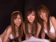 痴女3人組の乳首舐め手コキとフェラ攻めに悶絶させられるM男動画