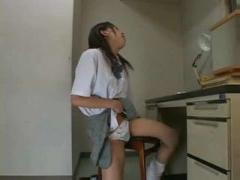JK角オナニー ルーズソックス女子校生がパンツをTフロント状態にして机の...