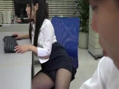 スーツに黒パンストのお姉さんとオフィスでこっそりバックハメ