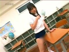 JK角オナニー ツインテールのちょいブス体操服女子校生が教室で机の角でオ...