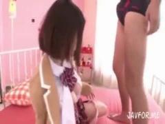 ブレザー姿でおっぱいだけ出した松岡ちなちゃんが着衣パイズリする動画ww