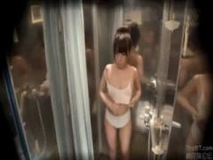 マジックミラー号 海水浴場で見つけた夏休み中の男女がオイル素股を体験。...