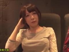 映画館で隣の席のミニスカ娘をバイブ痴漢動画