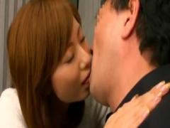 チュウの採点をお願いしますw 素人男性にいやらしいキスをして採点しても...